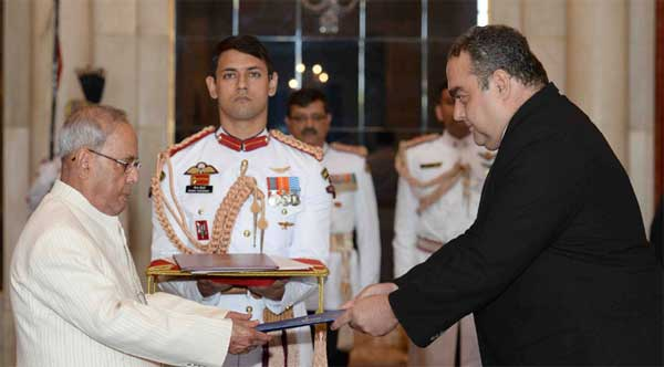 The Ambassador-Designate of Romania, Radu Octavian Dobre presenting his credentials to the President, Pranab Mukherjee, at Rashtrapati Bhavan, in New Delhi.