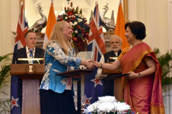 The Prime Minister, Narendra Modi and the Prime Minister of New Zealand, John Key witnessing the exchange of agreements between India and New Zealand, at Hyderabad House, in New Delhi.