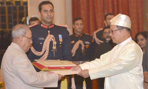 The High Commissioner-designate of Myanmar, U. Maung Wai presenting his credentials to the President, Pranab Mukherjee, at Rashtrapati Bhavan, in New Delhi on November 30, 2016.  The High Commissioner-designate of Myanmar, U. Maung Wai presenting his credentials to the President, Pranab Mukherjee, at Rashtrapati Bhavan, in New Delhi on November 30, 2016.