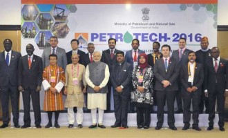 Prime Minister, Narendra Modi in a group photograph at the PETROTECH-2016: 12th International Oil & Gas Conference and Exhibition