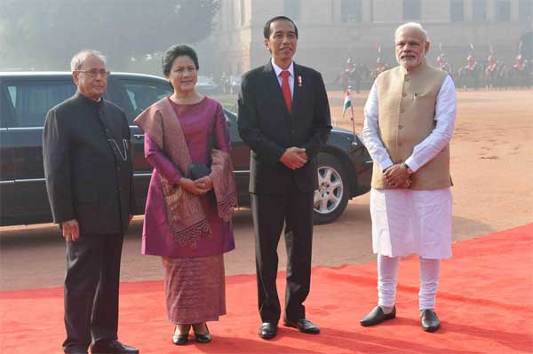 The President of India, Pranab Mukherjee, receives Joko Widodo, President of the Republic of Indonesia during his ceremonial reception at Rashtrapati Bhavan on December 12, 2016. Madame Iriana Widodo is also seen.