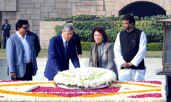 The President of the Republic of Kyrgyzstan, Almazbek Sharshenovich Atambayev laying wreath at the Samadhi of Mahatma Gandhi, at Rajghat, in Delhi on December 20, 2016. The Minister of State for Science & Technology and Earth Sciences, Y.S. Chowdary is also seen.