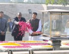 President of Kenya, Uhuru Kenyatta paying floral tributes at the Samadhi of Mahatma Gandhi, at Rajghat
