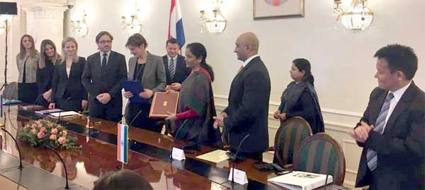 The Minister of State for Commerce & Industry (Independent Charge), Nirmala Sitharaman and the Deputy Prime Minister of Croatia, Martina Dalic signed an agreement on economic cooperation, in Zagreb, Croatia on February 14, 2017.