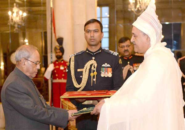 The Ambassador-designate of Morocco, Mohamed Maliki presenting his credentials to the President, Pranab Mukherjee, at Rashtrapati Bhawan, New Delhi on February 15, 2017.