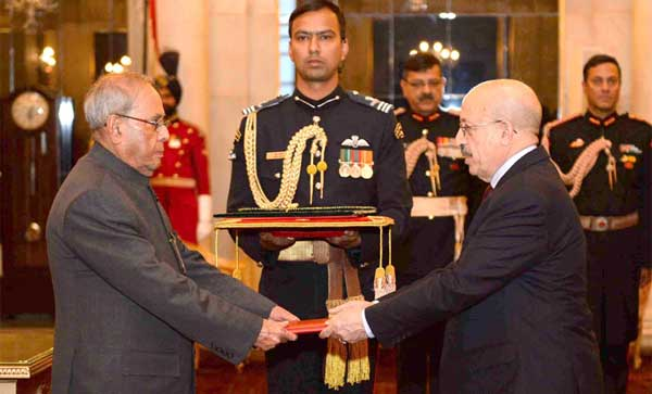The Ambassador-designate of Yemen, Abdulmalik Abdullah Al-Eryani presenting his credentials to the President, Pranab Mukherjee, at Rashtrapati Bhawan, New Delhi on February 15, 2017.