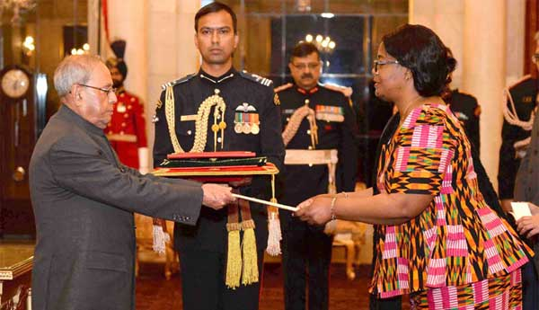 The Ambassador-designate of Zambia, Judith Kangoma Kapijimpanga presenting her credentials to the President, Pranab Mukherjee, at Rashtrapati Bhawan, New Delhi on February 15, 2017.
