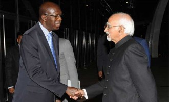 The Vice President, M. Hamid Ansari being received by the Prime Minister of Rwanda, Anastase Murekezi