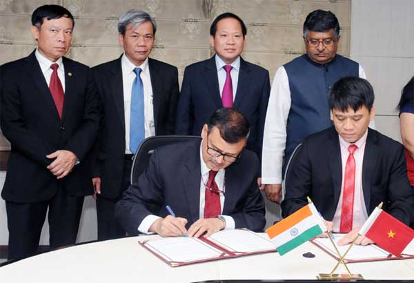The Union Minister for Electronics & Information Technology and Law & Justice, Ravi Shankar Prasad and the Minister of Information & Communications of Vietnam, Dr. Truong Minh Tuan witnessing the signing of a Joint Implementation Plan Protocol under the MoU between India & Vietnam, in New Delhi on March 28, 2017.