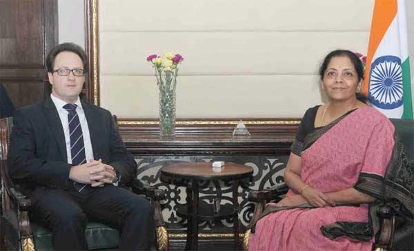The Ambassador of the Republic of Belarus to India, Vitaly Prima meeting the Minister of State for Commerce & Industry (Independent Charge), Nirmala Sitharaman, in New Delhi on April 03, 2017.
