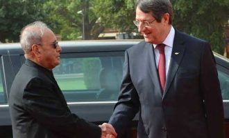 President of India, Pranab Mukherjee, receives Nicos Anastasiades, President of the Republic of Cyprus