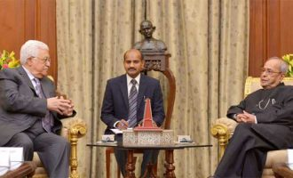 President of the State of Palestine, Mahmoud Abbas meeting the President, Pranab Mukherjee,