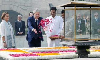 Prime Minister of the Republic of Italy, Paolo Gentiloni paying floral tributes at the Samadhi of Mahatma Gandhi
