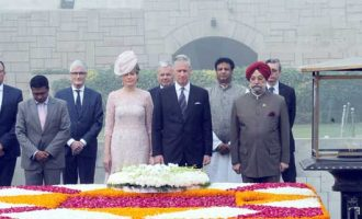 King and Queen of Belgium paying homage at the Samadhi of Mahatma Gandhi, at Rajghat, in Delhi