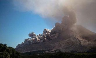 Bali airport closed due to volcanic ash eruption