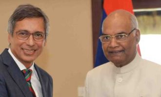 Leader of Opposition of Mauritius, Xavier Luc Duval calling on the President, Ram Nath Kovind,