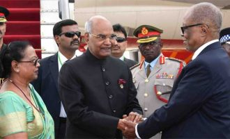 President, Ram Nath Kovind being received by the Prime Minister of Swaziland, Dr. Barnabas Sibusiso Dlamini