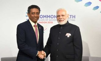 The Prime Minister, Shri Narendra Modi meeting the President of Seychelles, Mr. Danny Faure,