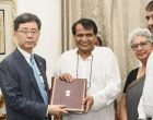Minister for Commerce & Industry and Civil Aviation, Suresh Prabhakar Prabhu exchanging the documents with the South Korean Minister of Trade, Industry and Energy, Kim Hyun-chong