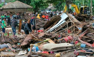 Indonesian tsunami toll rises to 281 amid fresh warnings issued