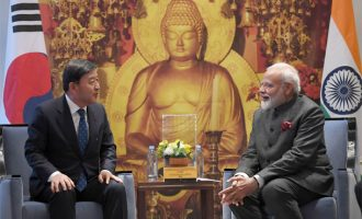 Mayor of Gimhae, South Korea Heo Seong gon calling on the Prime Minister Narendra Modi in Seoul