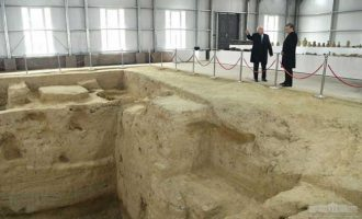 President Shavkat Mirziyoyev visited Akhsikent archaeological site in Turakurgan district