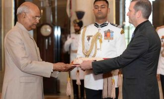 The Ambassador-designate of the Republic of Nicaragua, Rodrigo Coronel Kinloch presenting his credential to the President, Ram Nath Kovind