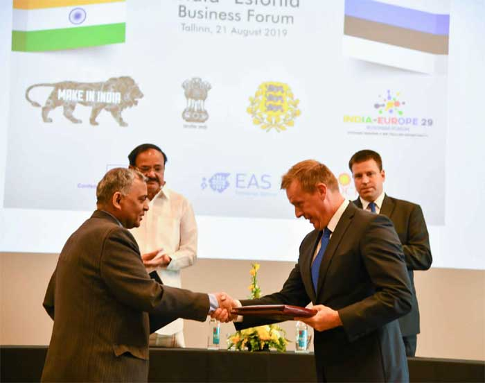 The Vice President, M. Venkaiah Naidu witnessing the exchange of MoUs, at the India-Estonia Business Forum meeting, in Tallinn, Estonia on August 21, 2019.